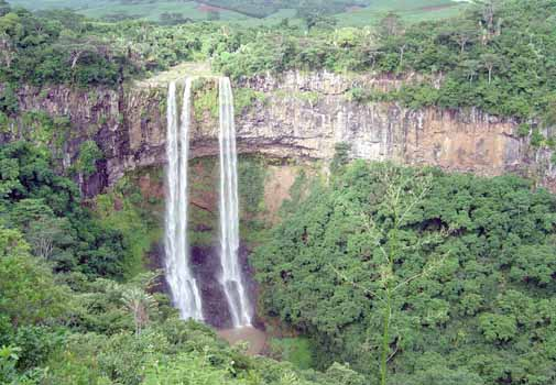 Photograph of Mauritius Waterfall, description follows